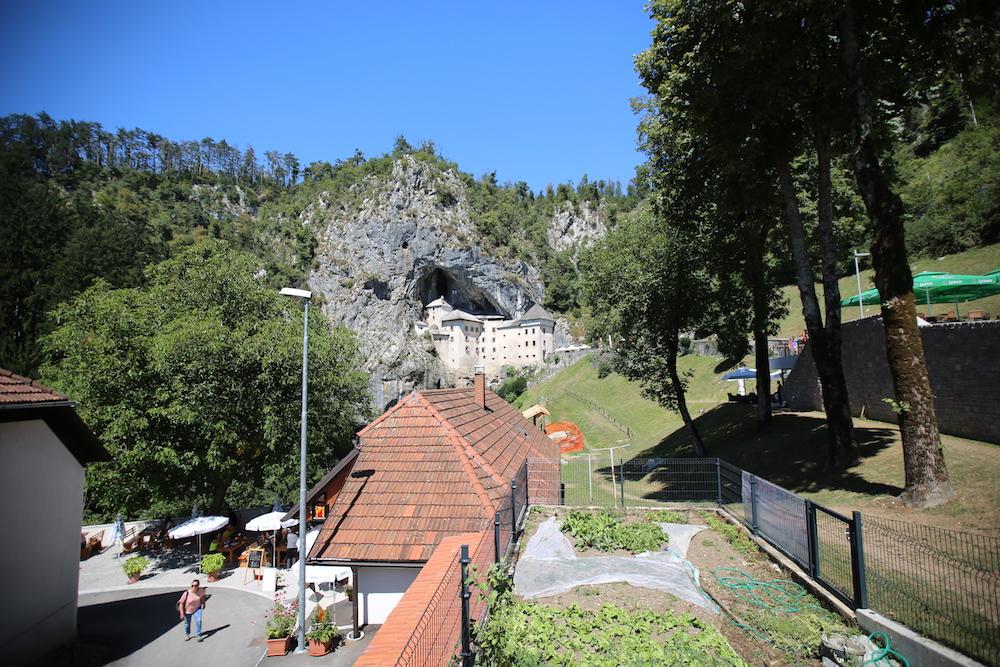 predjamsky-hrad-1